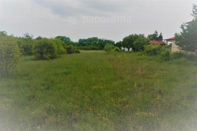 Building land in a beautiful location, close to the city